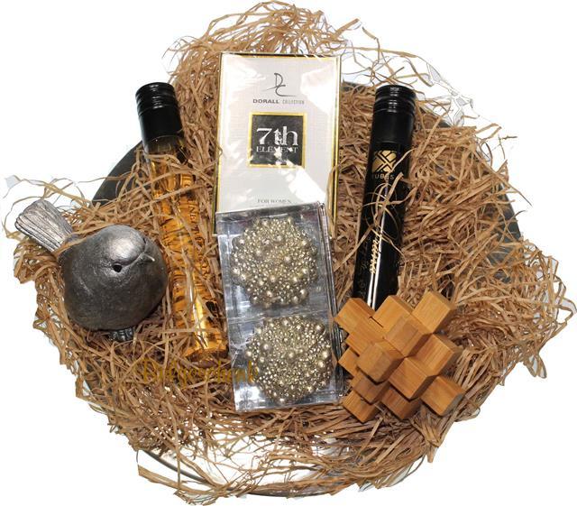 Wijn en eau de parfum geschenkpakket op onderbord RVS