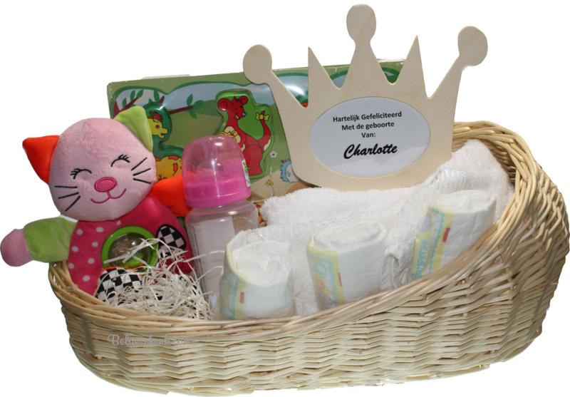 Babypakket in Poppenmand  Naam kraam cadeau