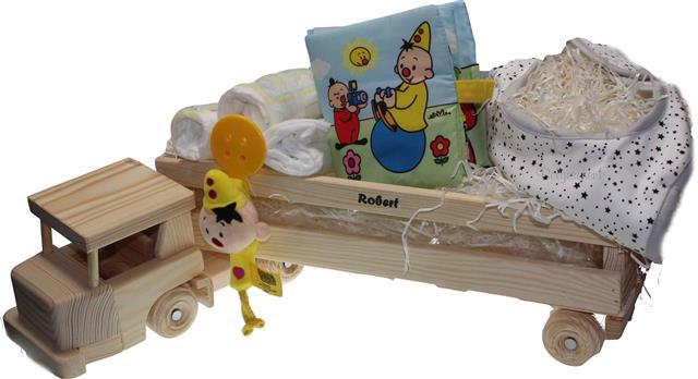 Babycadeau met naam in Houten vrachtwagen