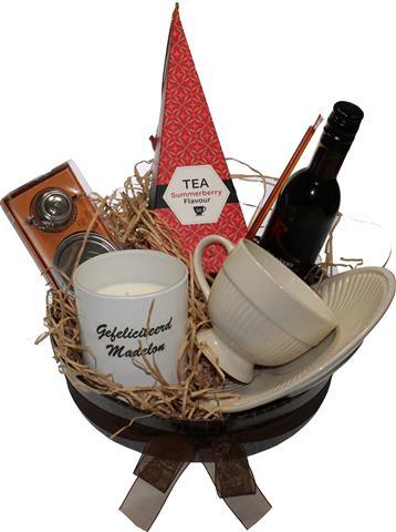 Felicitatie cadeau thee en wijn met Naam jarige
