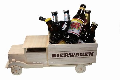Bierwagen gevuld met divers bier en etiket met Felicitatie