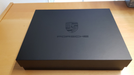 Porsche E-mobility Mailing box - Destination Future