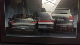Porsche generatie 911 4S (996) Boxster S (986) en Cayenne Turbo kunstwerk ingelijst met achterlichtverlichting
