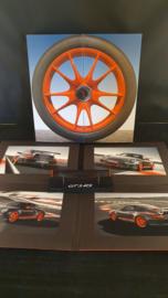 Porsche 911 997 GT3 RS Miniatur-Heckspoiler mit Fotos in der Besitzerbox
