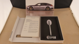 Porsche Panamera 2013 - Press information set with pen and USB stick