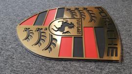 Porsche logo goud brushed look met carbon inleg 60cm bij 47cm