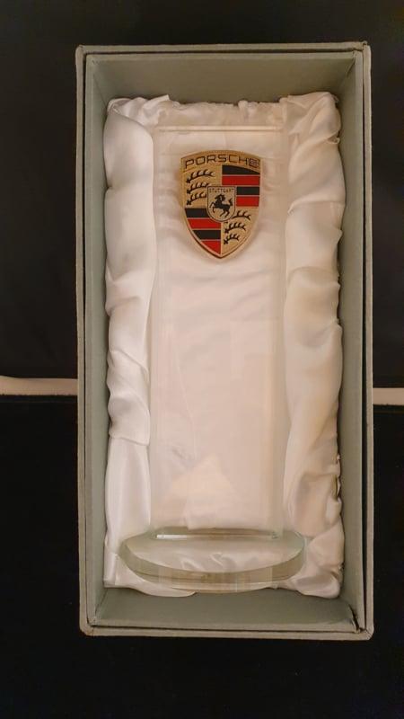 Porsche Desktop geschnitten Glaspylon mit Logo - Porsche Händler Edition