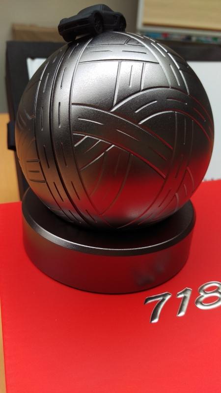 Porsche 718 Boxster Boîte propriétaire avec globe de modèle d'échelle