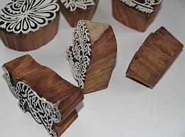 Handgesneden kleine blokdrukstempeltjes, duurzaam hout, India