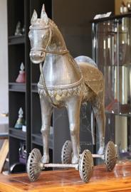 Metalen tempelpaard - oud