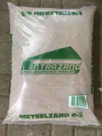 Metselzand, geschikt voor de tweede bruineerlaag bij fresco, 0-3 mm, zak 25 kg