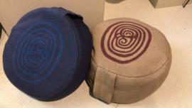 Poefje met labyrint blauw katoen