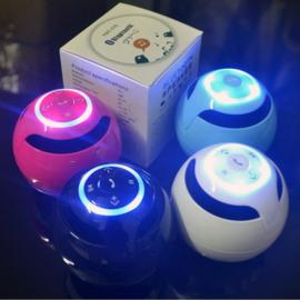 Witte bluetooth speaker met led verlichting