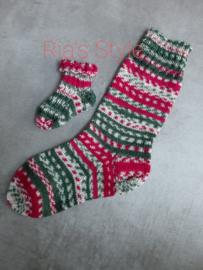 Hand gebreide kerst baby sokjes