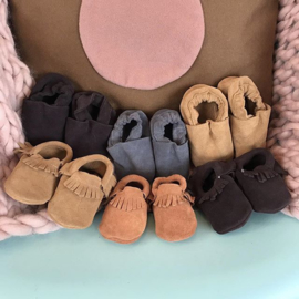#babyslofjes #babyschoentjes #babymoccasins #suede #leder #kraamcadeau