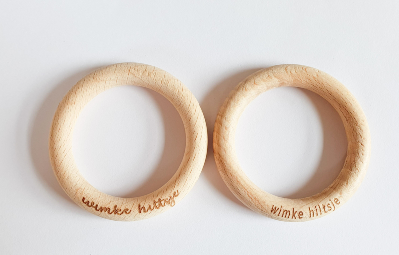 Houten (bijt-)ring met naam/logo 70mm - per 5 stuks