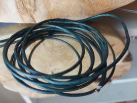 Leder veter  2 mm teak (blauw/groen)