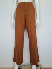 Saint Tropez pantalon. Mt. L. caramel/wijd model.