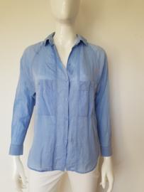 Lacoste blouse. Mt. 34. Lichtblauw.