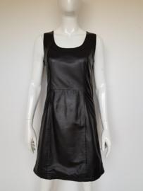 Rino & Pelle lamsleren jurkje. Mt. 36. Zwart.