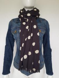 Maison Scotch shawl. Langwerpig model. Zwart/crème/polkadots.