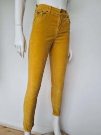 Loïs cropped jeans Style Celia. Mt. 28. Mosterdgeel/fluweel.