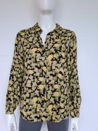 Ichi blouse. Mt. 36. Mosterdgeel/zwart/print.