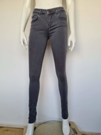 Supertrash skinny jeans. Mt. 27. Grijs.