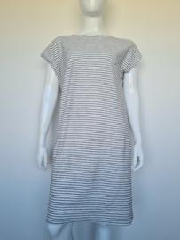 Catwalk Junkie jurk. Mt. L. Wit/grijs gestreept.