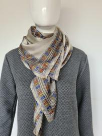 Texturé shawl. Vierkant. Crème/print.