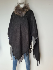 Bijenkorf omslag shawl. Grijs/bontkraag.