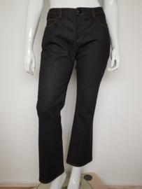 Armani Jeans. Mt. 33. Zwart