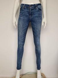 Levi's 711 skinny jeans. Mt. 28. Blauw.