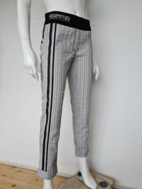 Beate Heymann pantalon. Mt. 38. Zwart/wit gestreept.