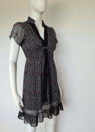 Yumi jurk. Mt. 36. Zwart/print.