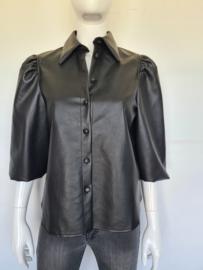 Ivivi blouse. Mt. M. Zwart/imitatieleer.