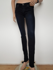 Skinny jeans Guess. Mt. 27. Zwart