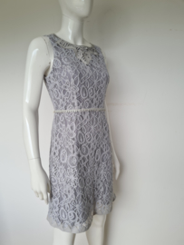 Marlies Dekkers jurk. Mt. 38. Grijs/kant.