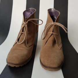 Veterschoenen met sleehak MIMIC. Mt. 38. Beige suède