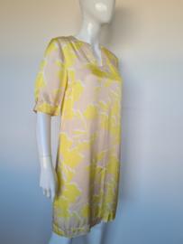 Thelma & Louise jurk. Mt. 40. Geel/beige.