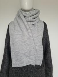Selected Femme shawl. Lichtgrijs/merinowol.