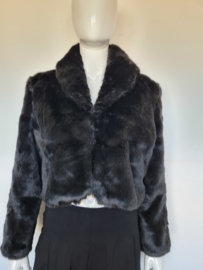 Bolero jasje. Mt. L. Zwart/faux fur.