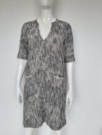 Turnover jurk met V-hals. Mt. 38. Crème/zwart.