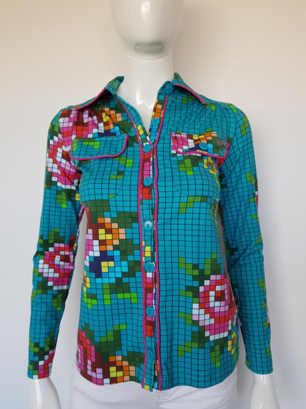 Tante Betsy blouse. Mt. M. Pixselprint.