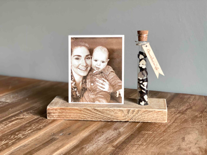 Foto op hout met een flesje liefde