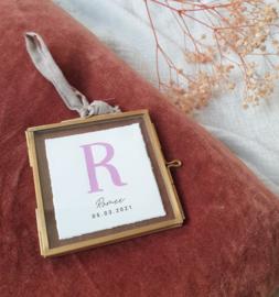 Gepersonaliseerd vintage messing geboortelijstje letter klein