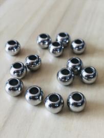 10 Zilverkleurige kralen groot gat 8 mm