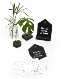 Zwarte kaart huisje 'Met jou vier ik de liefde' met bedrukte envelop
