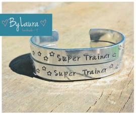 Tekstarmband voor een 'Super Trainer'