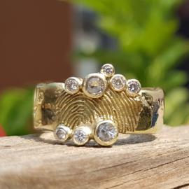 Oud goud  & vingerafdruk & diamanten